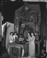 Preparing an ancestral shrine in Chinatown, Los Angeles (Calif.)