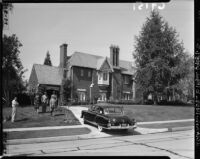 Federal agents seize Nat King Cole's Hancock Park home, Los Angeles (Calif.), Los Angeles, 1951