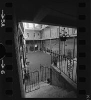 Interior courtyard of the Pico House, Los Angeles (Calif.)