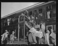Mexican workers move into lodgings at Whittier Ranch, Los Angeles County (Calif.)