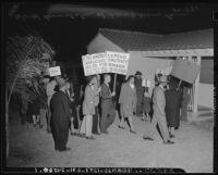 Demonstrators protest discriminatory housing, Los Angeles, 1946