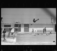 Children play at Washington Carver pool in Watts, Los Angeles (Calif.)