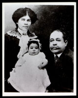 George Cushnie, Amy Cushnie and their child Eugenia, Los Angeles, circa 1914