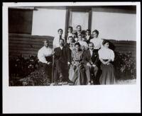 Group portrait with the Alva Curtis Garrott family, Glendale, circa 1907