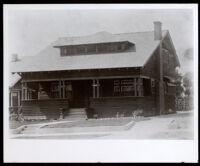 Family home of Dr. and Mrs. Alva Curtis Garrott, Glendale, between 1908-1915