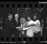 Bob Edgar, Alan Cranston, Barbra Streisand, Robin Williams, and Barry Gibb at Democratic fund-raiser in Los Angeles, Calif., 1986
