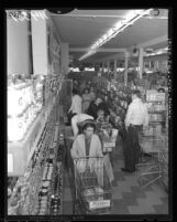 Shoppers in supermarket that reopened after 28-day strike in Los Angeles, Calif., 1959