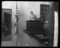 Perry Askom on the witness stand during actor Paul Kelly's murder trial, Los Angeles, 1927