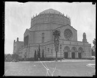 Exterior view of Temple B'nai B'rith on corner of Wilshire and Hobart Blvd.