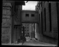 Bridge of Sighs, a covered passageway connecting the jail to the Hall of Justice in Los Angeles, Calif., 1921