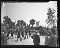 Veterans of Spanish-American War carrying flags and banners in parade in Arcadia, Calif., 1948