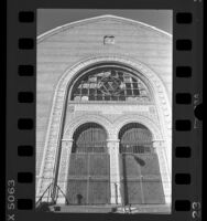 Earthquake damage to Breed Street Synagogue's façade in Los Angeles, 1987