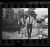 Tom Hayden with his wife, Jane Fonda and their son, Troy walking in Santa Monica, Calif., 1976