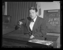 Orson Welles seated on witness stand at trial of Herman J. Mankiewicz in Los Angeles, Calif., 1943