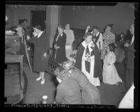 Parishioners at Angelus Temple reacting to news of Aimee Semple McPherson's death