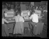 Veterans registering at Los Angeles unemployment office, Los Angeles, 1945