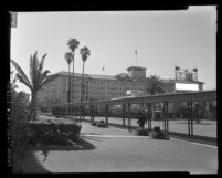 Ambassador Hotel covered walkway and façade facing Wilshire Blvd., Los Angeles, 1959