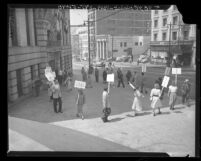 Pickets at Hall of Records in support of county employees who refused loyalty oath in Los Angeles, Calif., 1948
