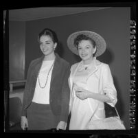 Judy Garland posing with daughter Liza Minnelli in Santa Monica Superior Courtroom, Calif., 1964