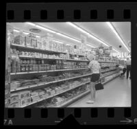 People shopping in a supermarket in Los Angeles, Calif., 1964