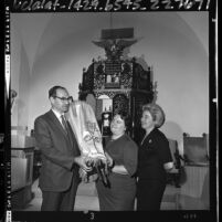 Dr. Max Vorspan of University of Judaism with Esther Dubin and Mrs. Marcus Mandell, Los Angeles, Calif., 1965