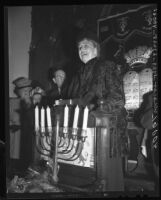 Eleanor Roosevelt at Jewish Home for the Aged in Los Angeles, Calif., 1946