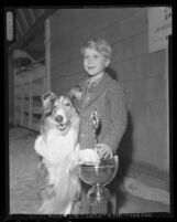 Jon Provost and Lassie pose with the Patsy Award, 1958