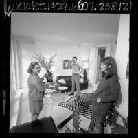 Actors Patricia Barry, Paula Prentiss and husband, Dick Benjamin in Los Angeles, Calif., 1967