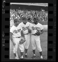 Los Angeles Dodgers' Manager Walt Alston, pitcher Jim (Mudcat) Grant, and shortstop Zoilo Versalles, 1968