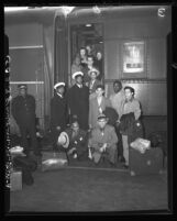 Los Angeles Times Golden Gloves team boarding a train to the Chicago Tribune tournament, 1948