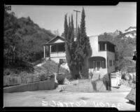 David Bacon murder case; exterior of rented cottage in Laurel Canyon, Calif., 1943