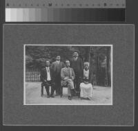 Group portrait of Oasmu Yamada, Hajime Yamada, Ryichir Arai, Tomijirō Ito and Shizeki Takei, 1910 [recto]