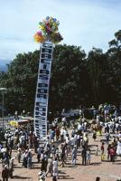 Lunes del Cerro, balloons lifting banner, 1985