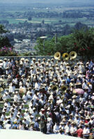 Lunes del Cerro, distance view of band, 1985