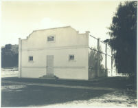 White stucco building with two small windows at Universal City, Calif., 1915