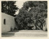 Wright Saltus Ludington residence, view of courtyard with oak tree and fountain, Montecito, 1931