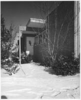Bizzarri House, entrance exterior