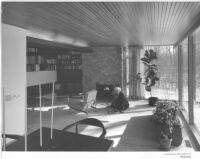 Coveney House, interior, Richard J. Neutra in livingroom