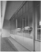 Corona Avenue School, exterior sliding doors on kindergarden room