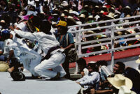 Macuiltianguis, dancer falling off stage, 1985