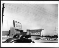 Drive-in theatre, Arcadia, screen and pylon sign from street