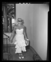 Barbara Payton entering California Hospital to see Franchot Tone, 1951.