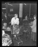Barbara Payton shopping for Thanksgiving ingredients, 1951.