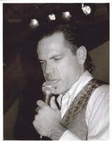 Kurt Elling singing in Los Angeles [descriptive]