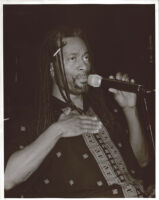 Bobby McFerrin singing, Los Angeles [descriptive]