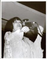 Ruth Price singing, Los Angeles [descriptive]