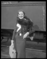 Marilyn Miller, famous Broadway star, sets off on a trip by rail.