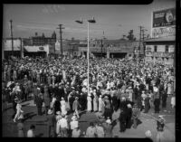 Crowd gathers to witness unveiling of Junipero Serra statue on Sunset Boulevard, Los Angeles, 1934