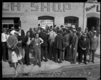 Crowd gathers around chain letter racket shop, Los Angeles, 1935