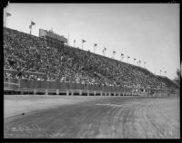 Crowd watching at the Legion Ascot Speedway as Bob Swanson and Rex Mays race, Los Angeles, 1935